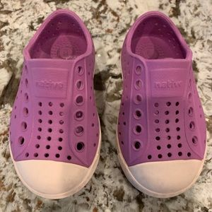 Native Toddler Shoe in Pink Size 5